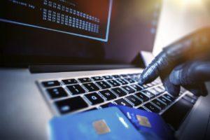 Efectuarea de operatiuni financiare in mod fraudulos